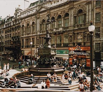 London SoHo District Guided Walking Tour – Private Tour in French