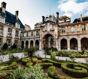 Le Marais District Guided Walking Tour – Private Tour in French